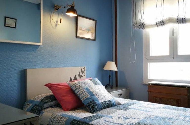 Single room in 3-bedroom apartment in Puerta de Angel