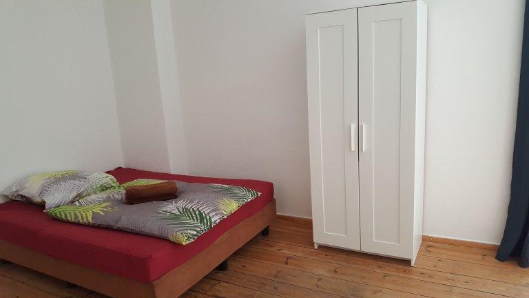 Chambre dans appartement avec 3 chambres à Neukölln, Berlin