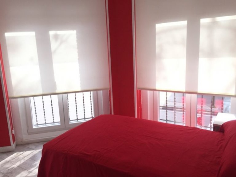 Single Bed in Rooms for rent in 3-bedroom apartment in Retiro