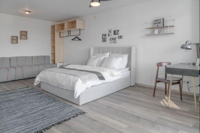 Chambre à louer dans un appartement avec 2 chambres à Charlottenburg