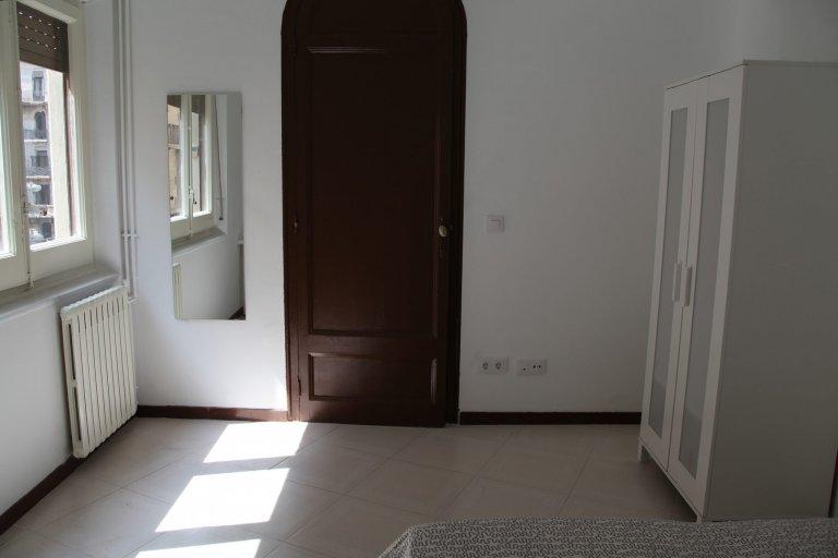 Quarto aconchegante para alugar em apartamento de 6 quartos em El Born