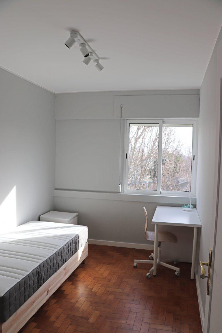 Jasny pokój do wynajęcia w Parede