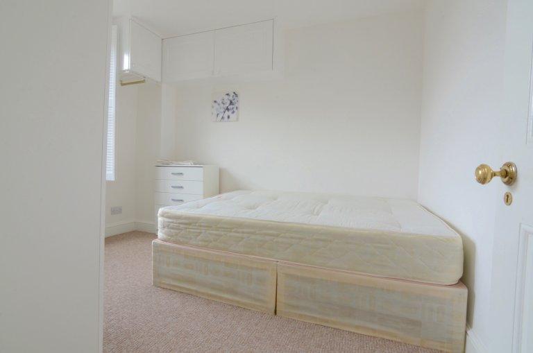 Komfortowy pokój w 5-pokojowym mieszkaniu w City of Westminste