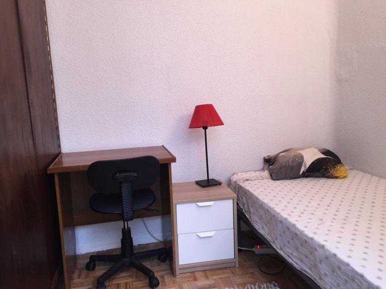Madrid'de ortak dairede oda