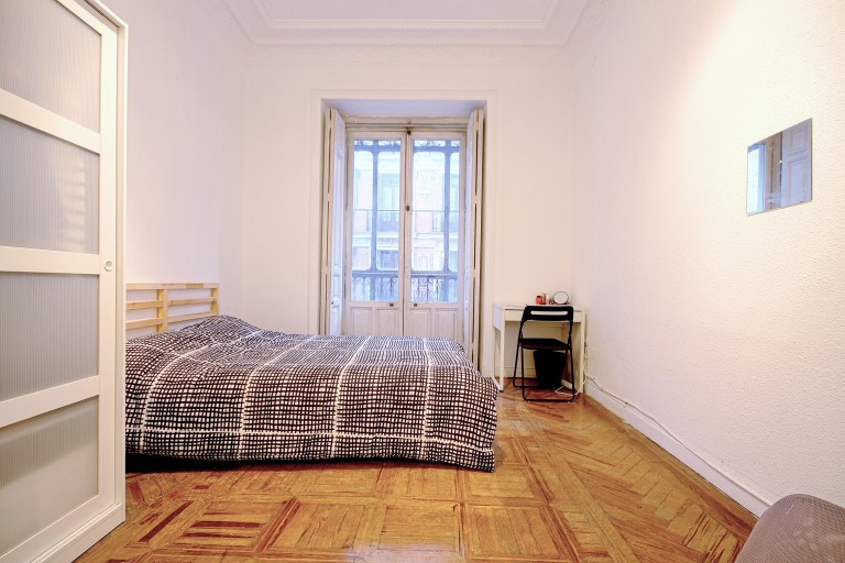 Bedroom 5 - Double bed, exterior