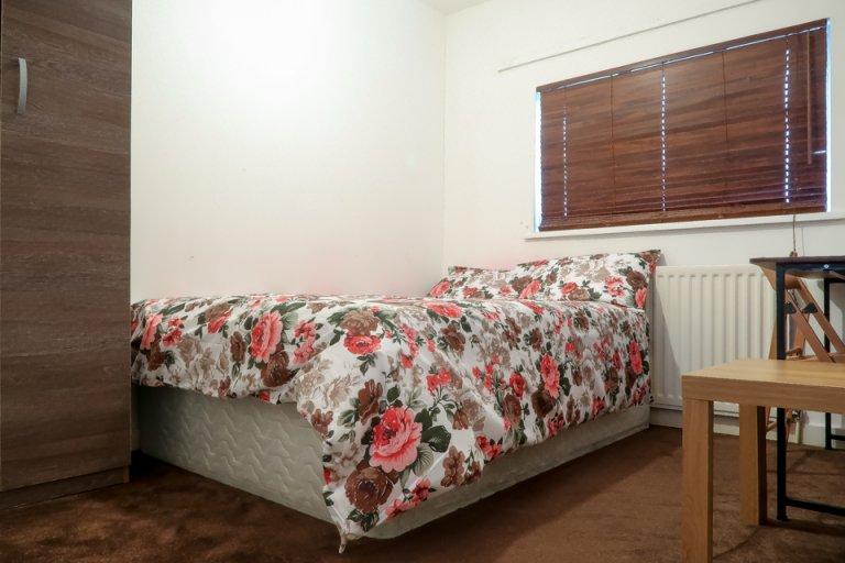 Zimmer zu vermieten in 7-Zimmer-Haus in Tower Hamlets, London