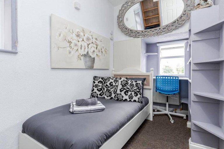 Camera in affitto in appartamento con 2 camere da letto a Watford, Londra