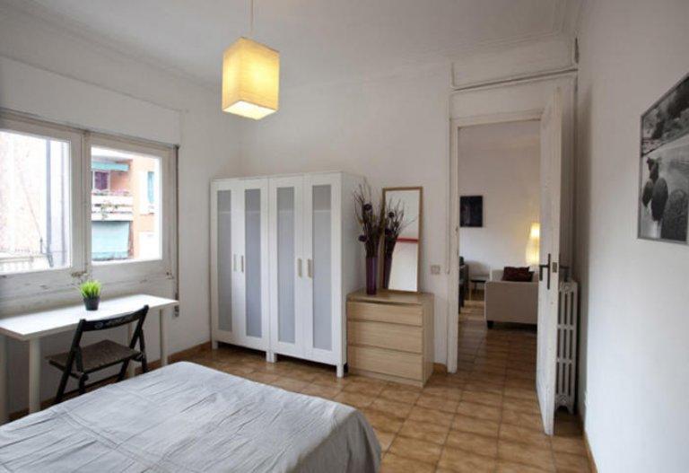 Light room in 5-bedroom apartment in Gracia, Barcelona