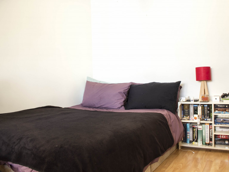 Quarto ideal em apartamento de 3 quartos em Camden, Londres