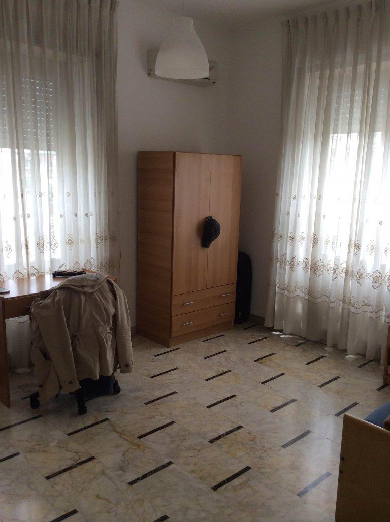 Chambre à louer, appartement de 4 chambres à coucher, Trieste, Rome