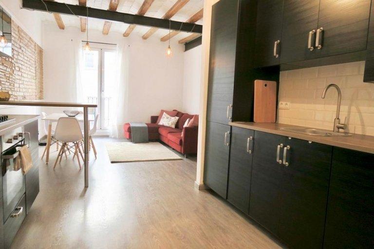 Ordenado apartamento de 2 dormitorios en alquiler en El Raval, Barcelona