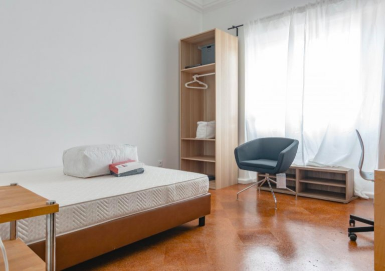 Room for rent in  9-bedroom apartment in Arroios, Lisbon