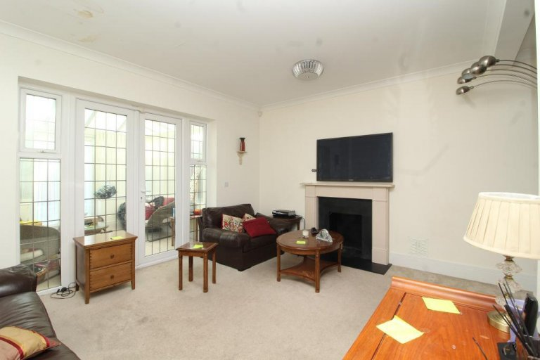 Dom z 5 sypialniami do wynajęcia w Stanmore w Londynie