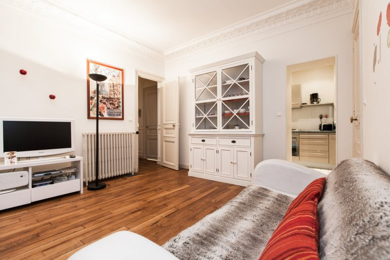 Elegant and bright 2-bedroom apartment for rent in 5th Arrondissement