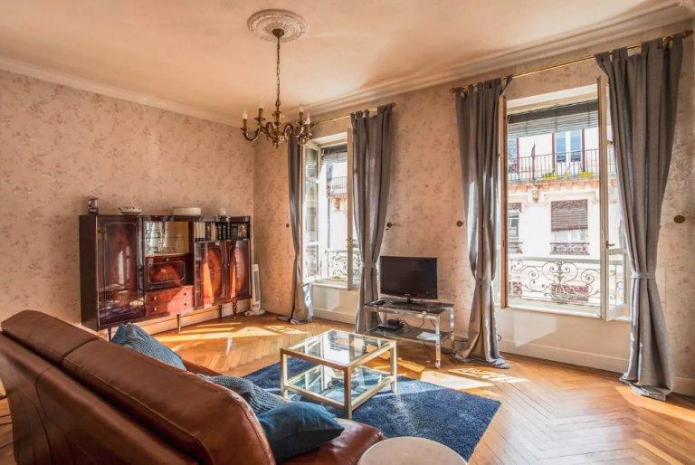 Elegant 2-bedroom apartment for rent near park in Lyon 6