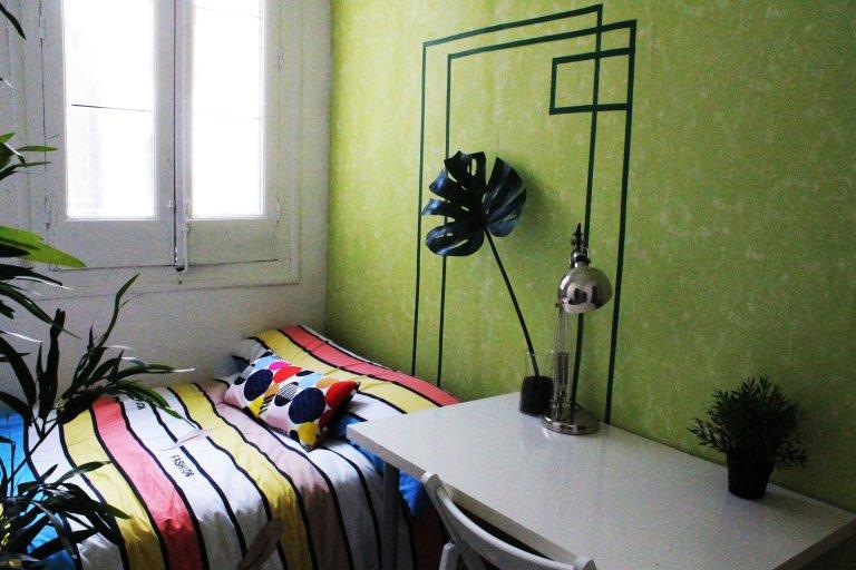 Habitación soleada en alquiler en Lavapiés, Madrid.