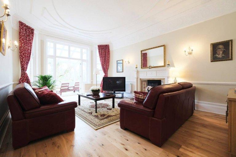 Espaçoso apartamento de 3 quartos para alugar em Ealing, Londres