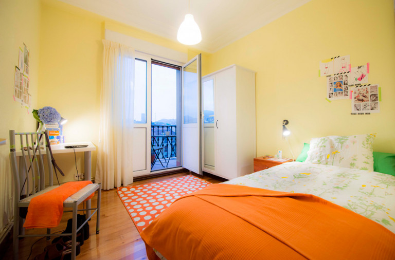 Single Bed in Rooms for rent in colourful, 5-bedroom apartment with balcony in Casco Viejo