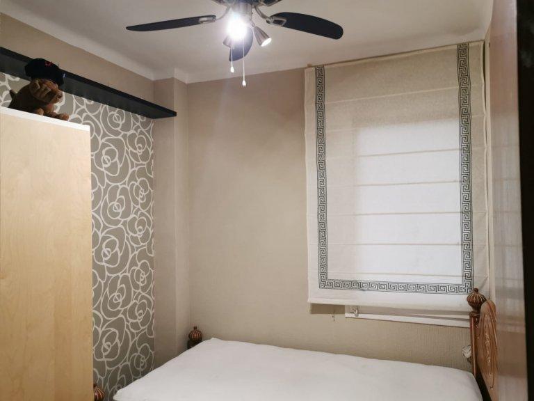 Pokój we wspólnym mieszkaniu w Barcelonie