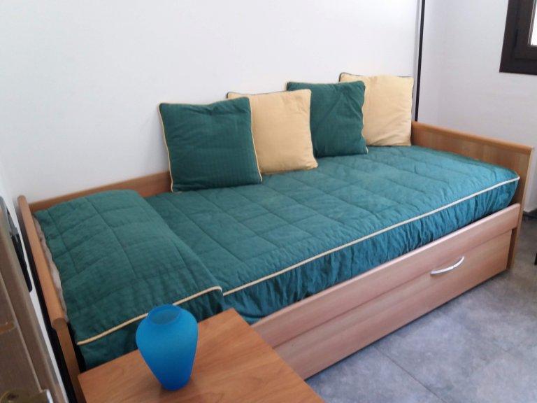 Sonniges Zimmer in einem 6-Zimmer-Haus in Sant Cugat del Vallès