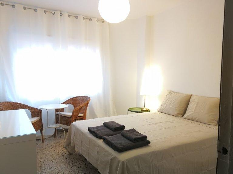 Room in shared apartment in L'Hospitalet de Llobregat