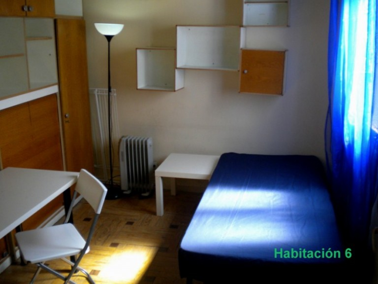Single Bed in 8 Bedrooms for rent in Almagro, close to metro stops
