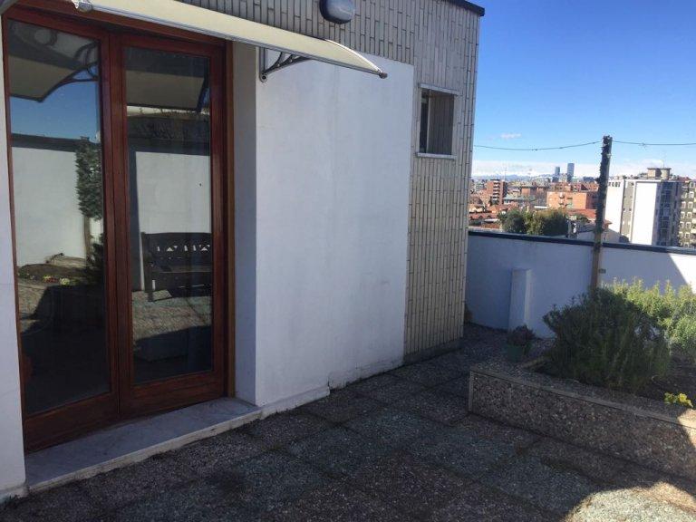Vigentino'da kiralık terasa sahip güzel stüdyo daire