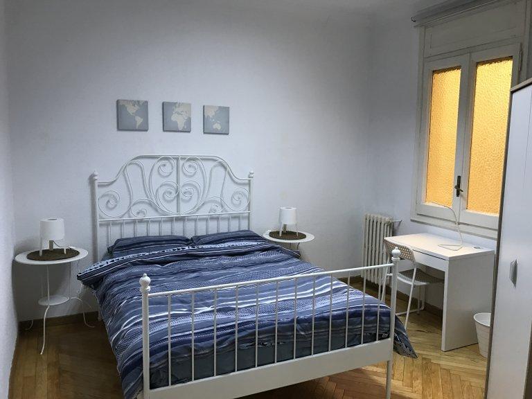 Całe 5 pokojowe mieszkanie w Madrycie