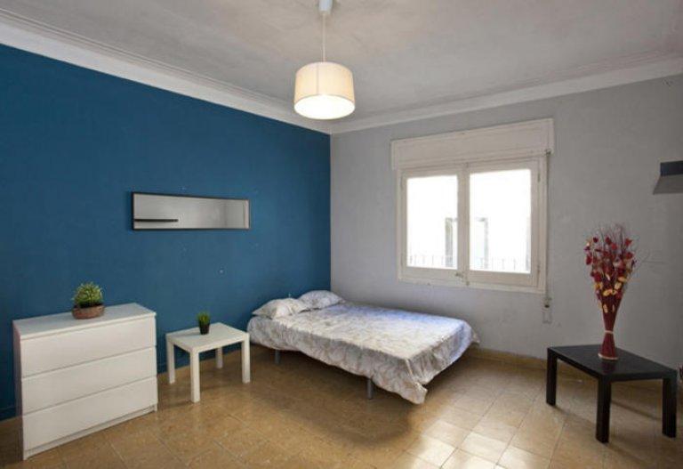 Sunny room in 6-bedroom apartment in Gracia, Barcelona