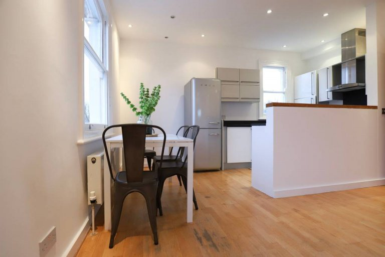 2-bedroom flat to rent in Stoke Newington, London