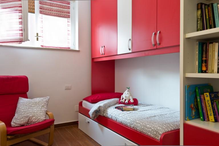 Central room in 2-bedroom apartment in Padova, Milan