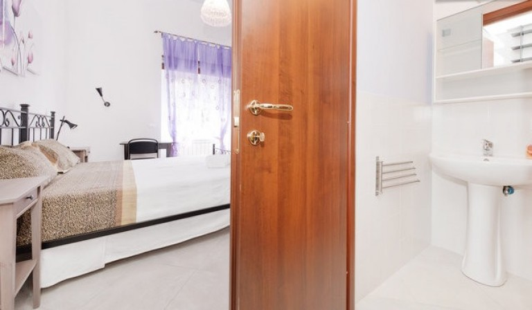 Umeblowany pokój w 4-pokojowym apartamencie w San Lorenzo, Rzym