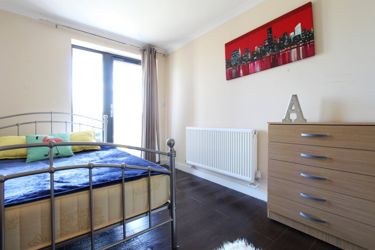 Double Bed in Rooms to rent in a 3-bedroom shared flat in Acton