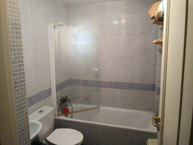 Pokój we wspólnym mieszkaniu w Madrycie