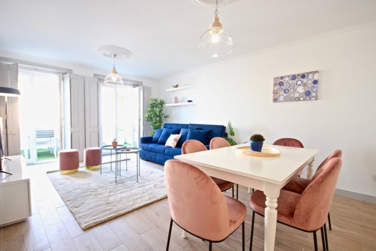 Plush 2-bedroom apartment for rent in Graça, Lisbon