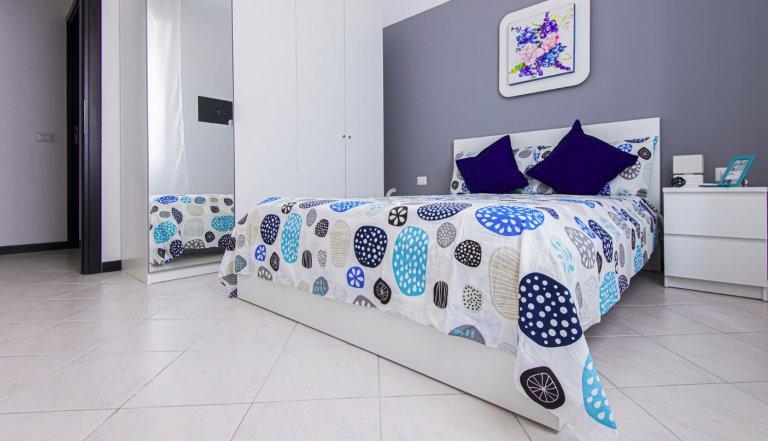 Pokój do wynajęcia w mieszkaniu z 4 sypialniami w Sesto San Giovanni