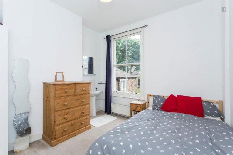 Zimmer zu vermieten in 6-Zimmer-Wohngemeinschaft in Islington, London