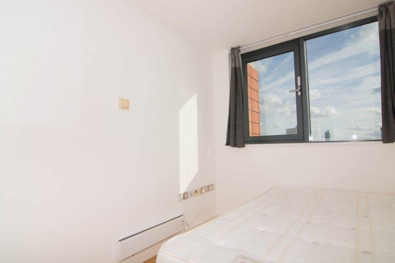 Ordentliches Zimmer zur Miete in einer 4-Zimmer-Wohnung in Poplar, London