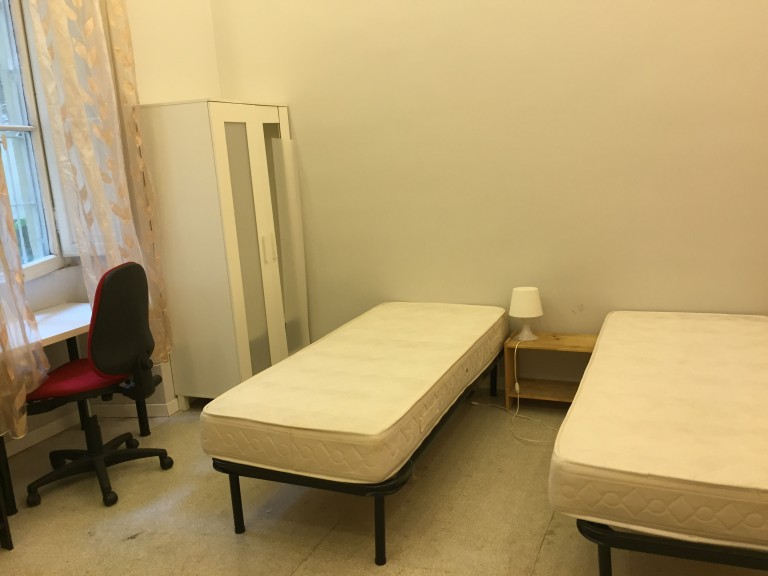 Schönes Zimmer in 7-Zimmer-Wohnung im Stadtzentrum von Rom