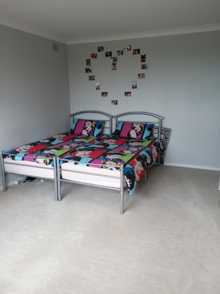 Twin Beds in Rooms to rent in modern 3-bedroom shared flat in Hackney