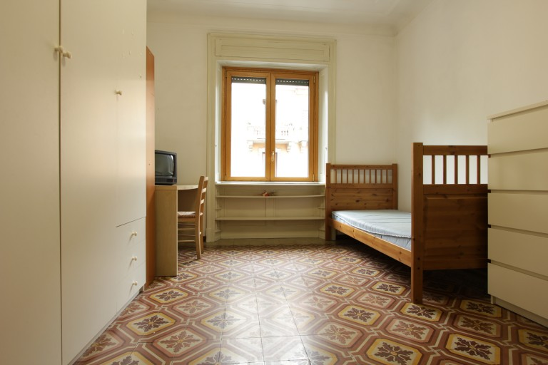 Bed for rent in room in apartment in Città Studi, Milan