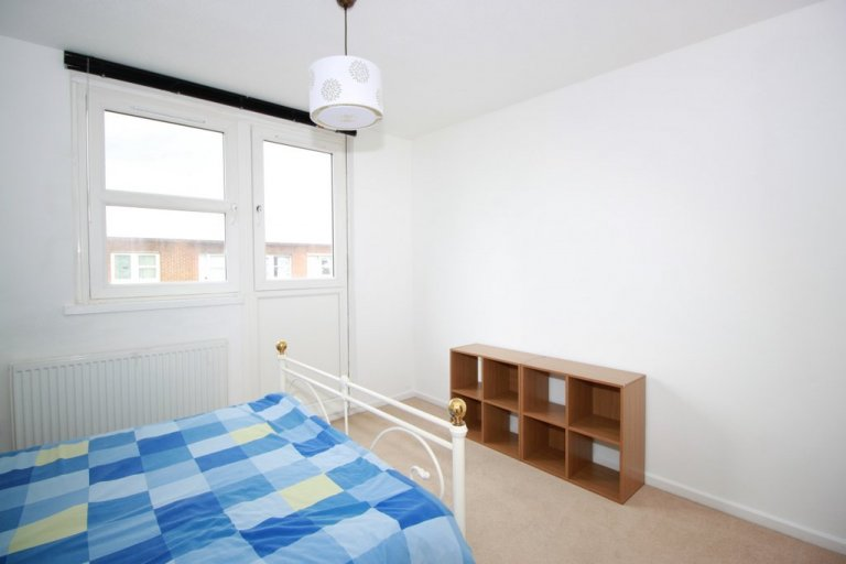 Double Bed in Rooms to rent in modern 3-bedroom house in Islington, Travelcard Zone 2