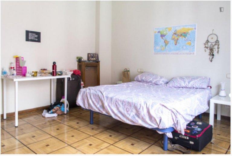 Geräumiges Zimmer in Madrid Centro zu vermieten
