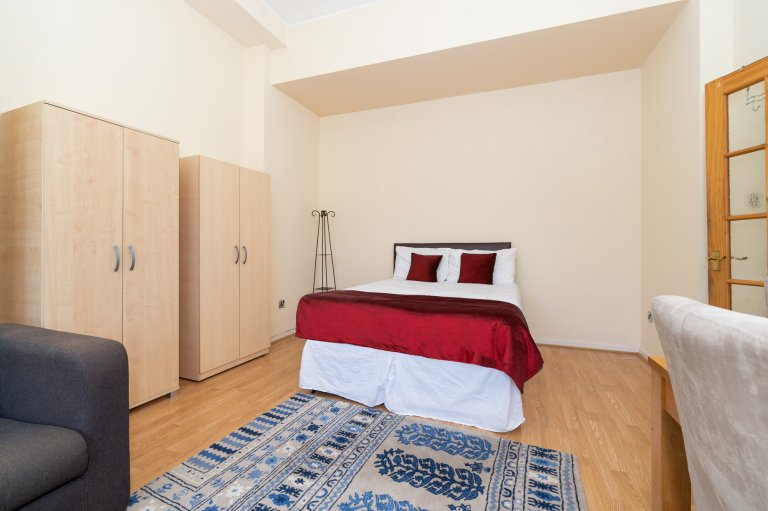 Chambre confortable à louer dans un appartement de 3 chambres à coucher dans la Cité de Westminster