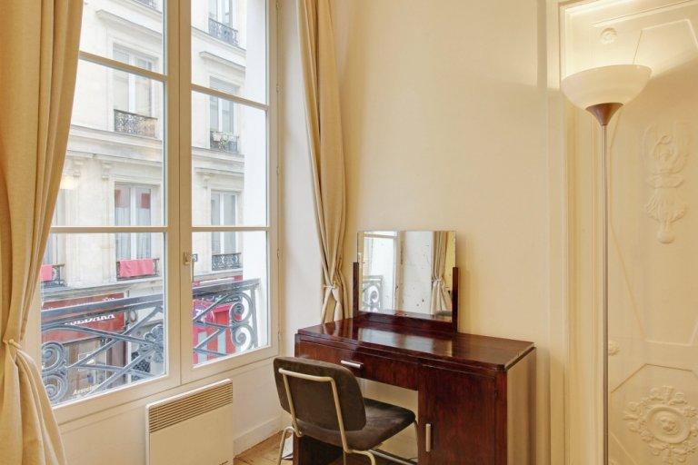 Vintage chic studio apartment for rent in 4th arrondissement