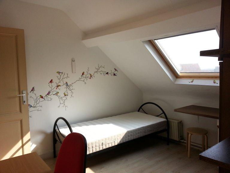 Quartos para alugar em apartamento de 3 quartos em Anderlecht, Bélgica