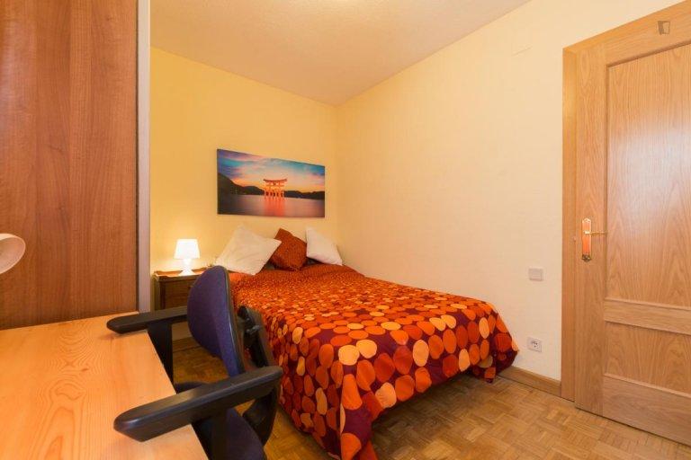 Super acogedora habitación para alquilar, apartamento de 5 camas, Alcalá de Henares