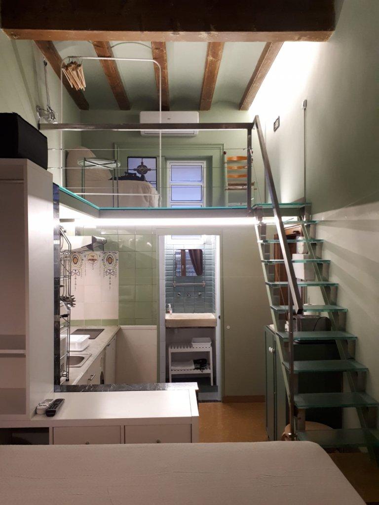 Estudio con balcón en alquiler en El Born, Barcelona