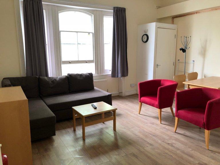 Appartement de 3 chambres à louer à Earl's Court, Londres