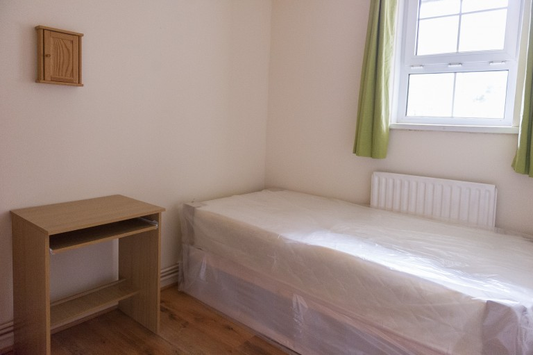 Bedroom 5 with single bed